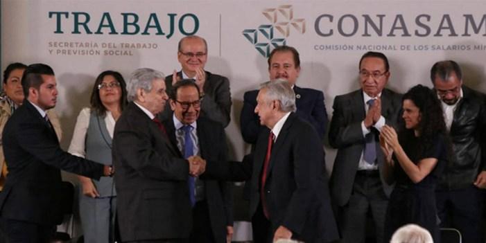 Celebra López Obrador aumento al salario mínimo