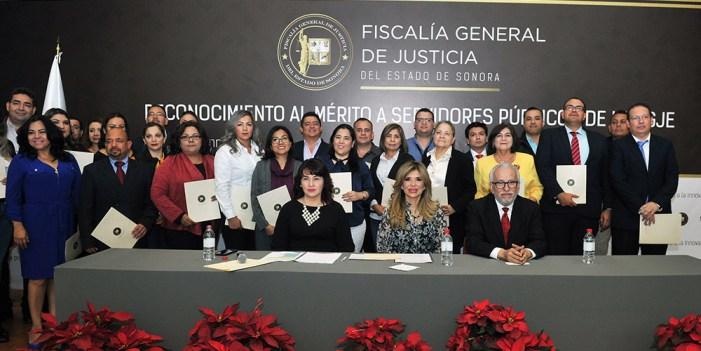 Atestigua Gobernadora reconocimiento a servidores públicos de la FGJE