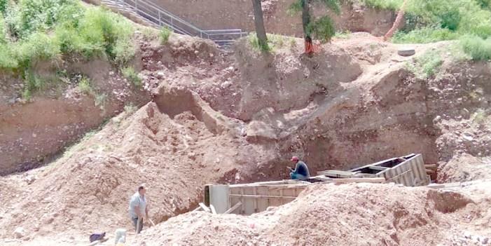 Avanza construcción de puente peatonal en La Mesa