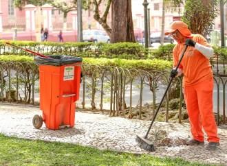 Conheça a origem do nome 'Margaridas' para as profissionais da limpeza urbana
