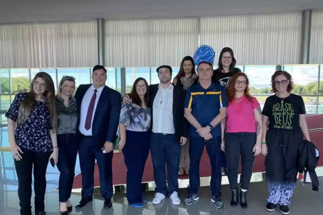 Bolsonaro recebe 'youtubers de direita' no Palácio da Alvorada neste sábado (23)