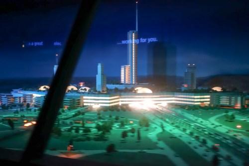 マジック・キングダム、「ピープルムーバー」で見られる、ウォルトが夢みた方の「EPCOT」モデル