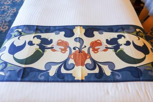 ポルト・パラディーゾ・サイドとヴェネチア・サイドのベッドスプレッド。ミニー! (c)Disney