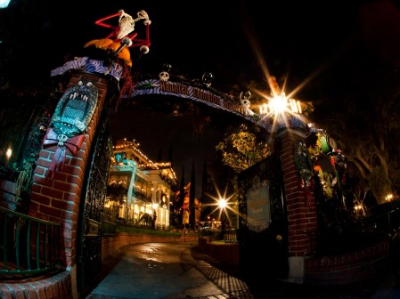 HAUNTED MANSION HOLIDAY (ANAHEIM, Calif.) – (c)Disney