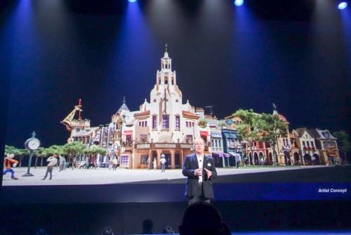 Mickey Avenueのモデルを公開。正面に見えるのはおそらくキャセイサークルシアター(レストラン)