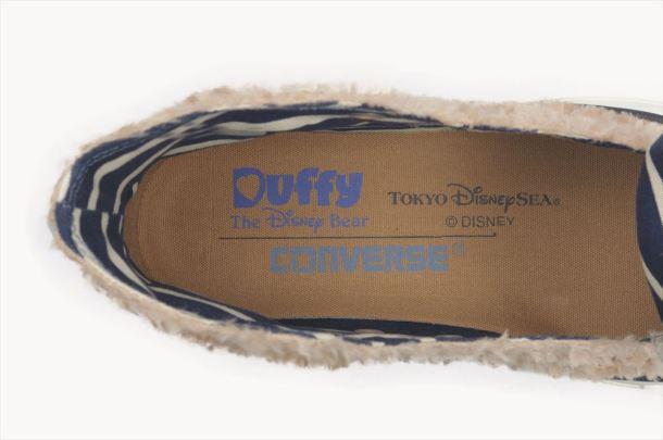 コンバース社プロデュース「ダッフィーのふわふわ」をイメージしたスニーカー (c)Disney