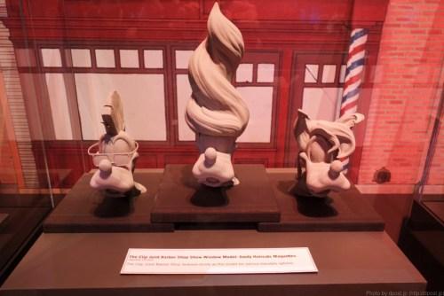 The Clip Joint Barbershopに展示されているグーフィーのヘアカットモデル。