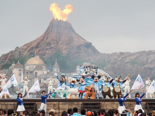 噴火がまるでミッキーフェイス。いい絵でしたねえ…