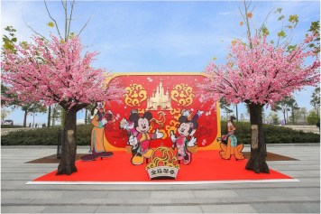 Disneytown welcomes the Year of the Rooster with auspicious and festive decorations 1 (c)Disney