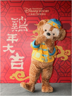 Disney Characters in Chinese traditional attire send sincere wishes to guests 2 (c)Disney