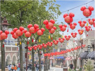 Disneytown welcomes the Year of the Rooster with auspicious and festive decorations 2 (c)Disney