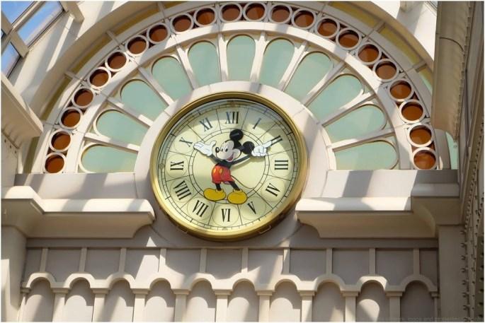 <参考>東京ディズニーランド・ステーション ミッキーマウス時計 (c)Disney