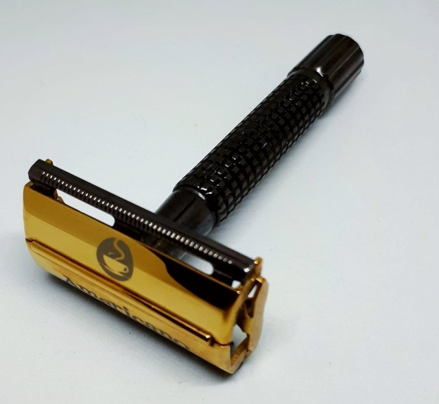 Americano Safety Razor. Gleaming Gun Metal (black) & Gold Finish. Lifetime Warranty. Super sale for Father's Day.