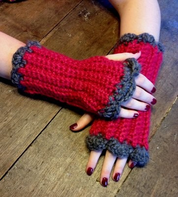 Fingerless Gloves with Scalloped Edge - Snuggle