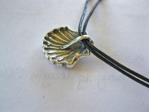 Reverse of scallop shell