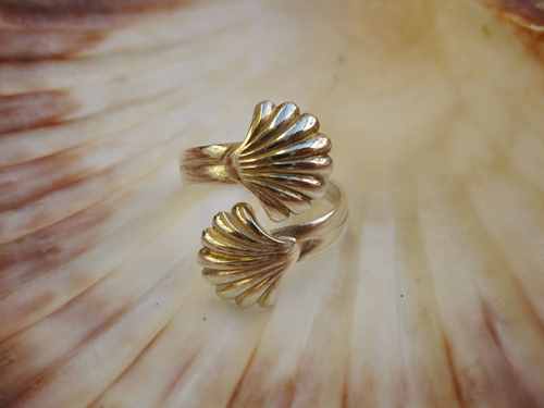 A beautiful sterling silver scallop shell adjustable ring