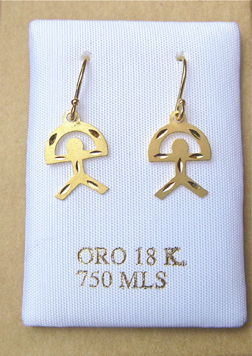 Close-up: Indalo earrings in 18ct gold