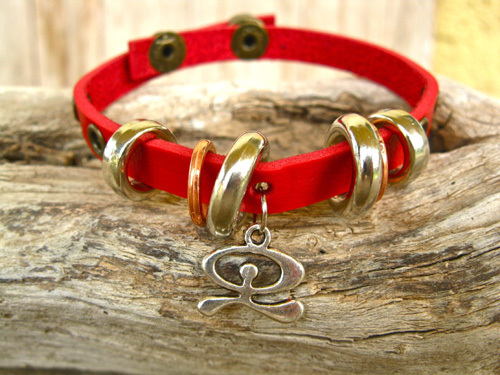 Leather Indalo charm bracelet, red