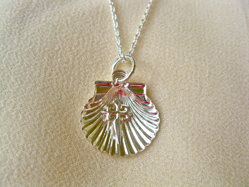 Scallop shell with St James cross necklace ~ silver 00707
