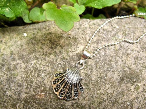 Camino scallop shell necklace ~ filigree, silver 01173