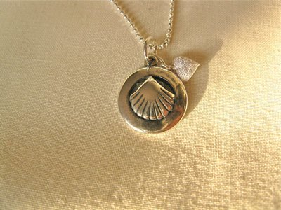 Scallop shell in ring + heart necklace ~ silver