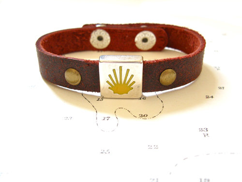 Burgundy leather Camino bracelet. Note: This colour also features 2x decorative brass rivets