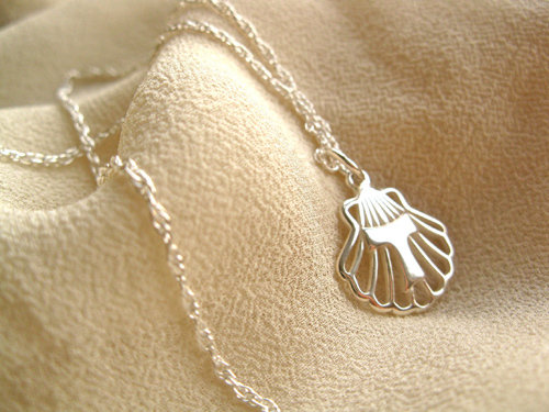 Tau Cross on scallop shell necklace ATA01185
