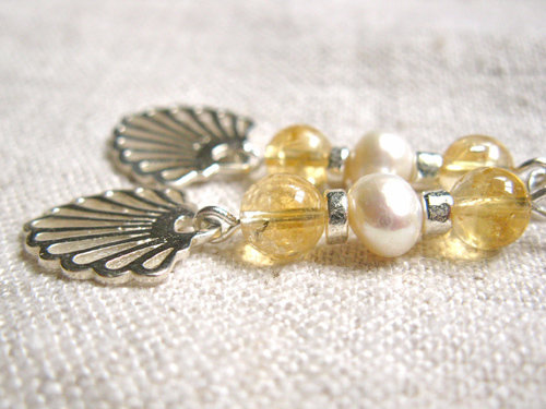 Detail of the pretty citrine and pearl gemstone beads
