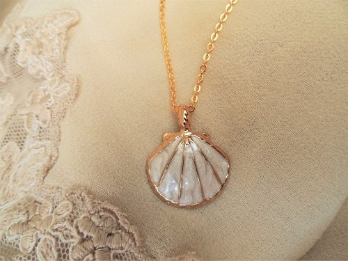 Camino jewellery necklace ~ ivory colour + gold plate INC01088