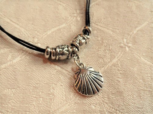 Compostela scallop shell necklace for someone travelling NDB01006