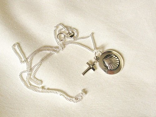 Scallop shell in ring + cross necklace ~ travel safe 01178