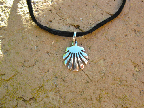 Beautiful open design scallop shell necklace