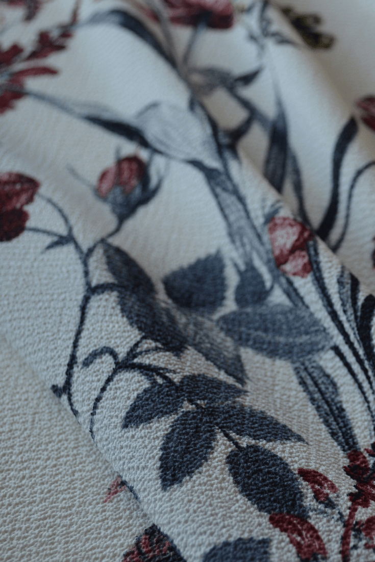 Light to medium Weight WOVEN PEBBLE CREPE in CREAM FLORAL 00128