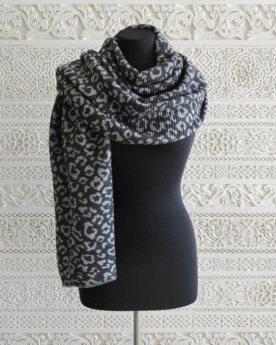 Sansa - Soft Animal Print knitted Wrap