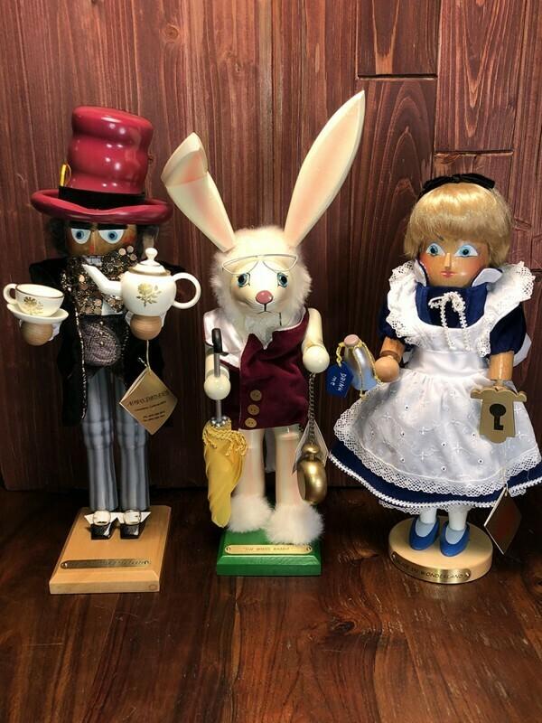 Alice in Wonderland Nutcracker SET
