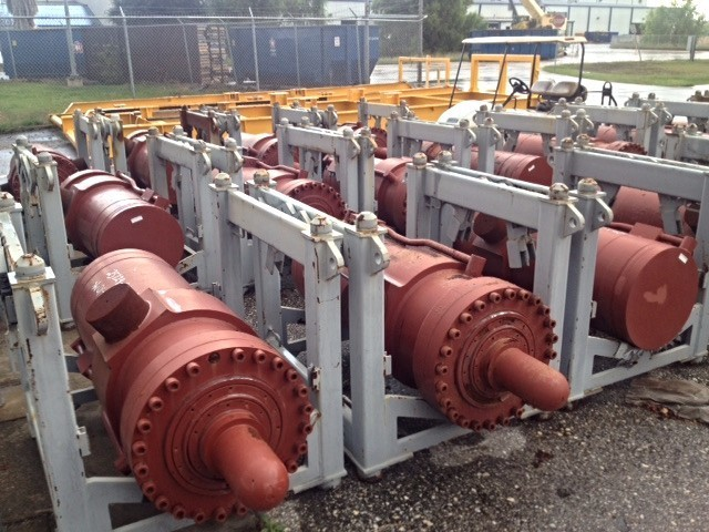 ​222 NEW LARGE HYDRAULIC CYLINDERS FROM 225 TON FOR SALE