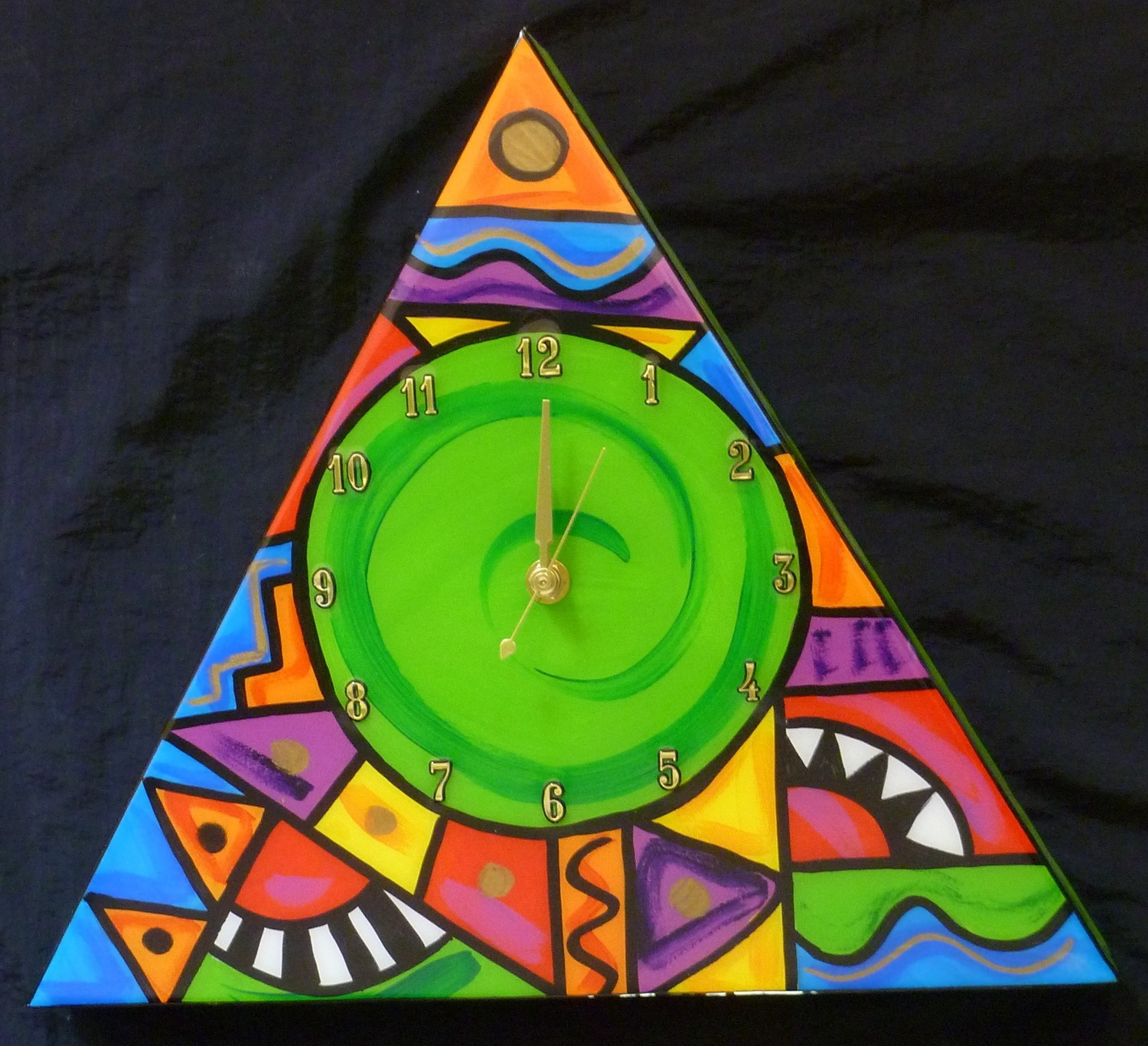 Abstract Triangle clock (Green)