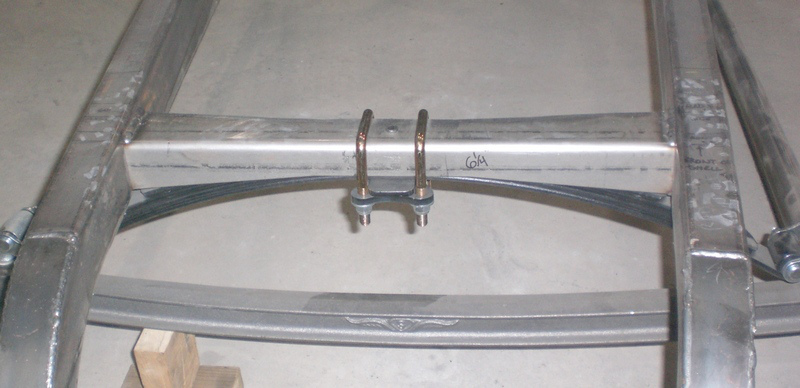 "Flat front crossmember, 28"" wide"