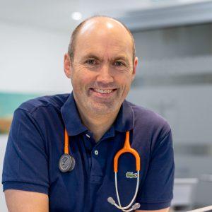 Dr. med. Björn Geldmacher in seiner Praxis am Westfalendamm in Dortmund