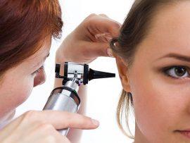 घर पर खुद से कान मोम कैसे निकालें? बूँदें, मोमबत्तियाँ, हाइड्रोजन पेरोक्साइड और अन्य तरीके