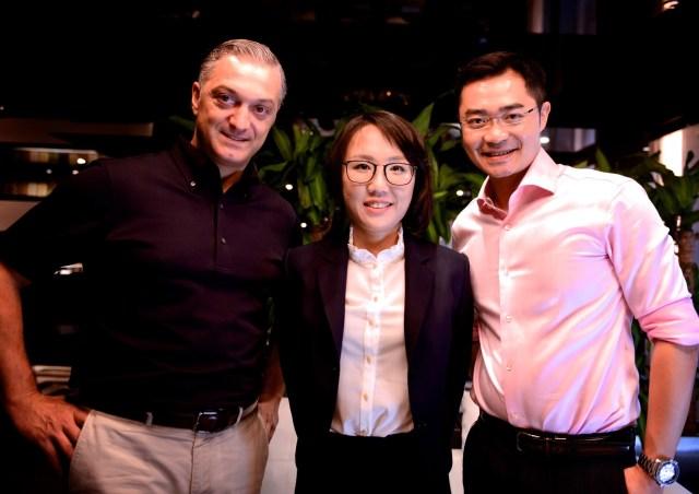 莊盈彥醫師到香港做皮秒雷射的演講,並分享皮秒雷射在治療痘疤上的經驗給各國醫師!以及和各國醫師做交流。