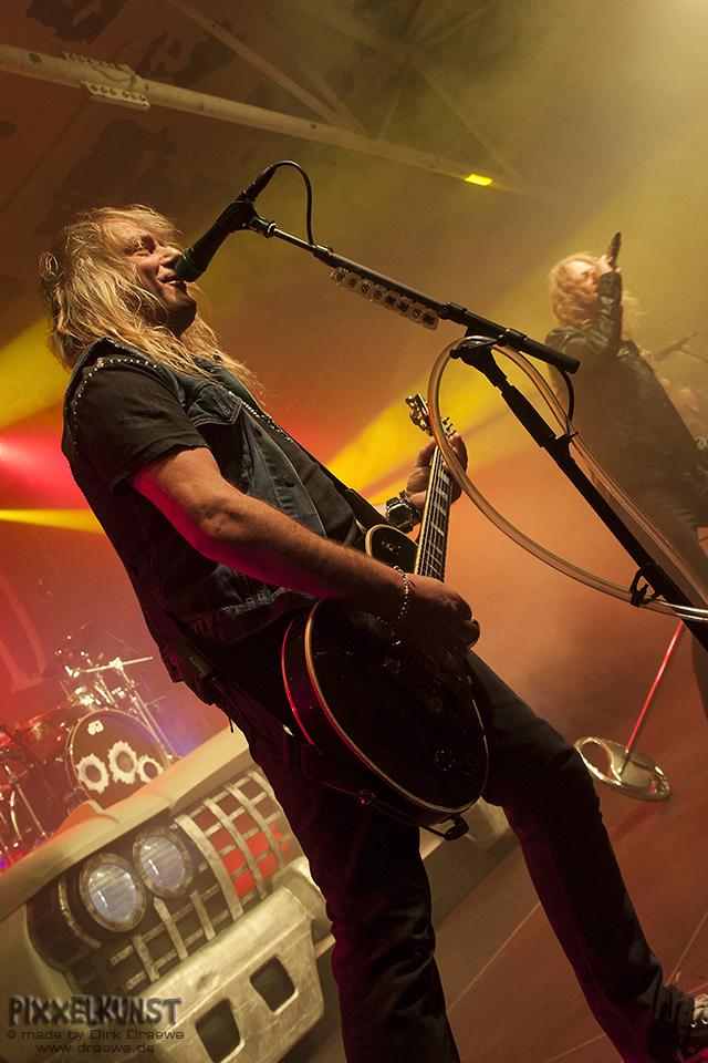 Ein Gitarrist auf der Bühne