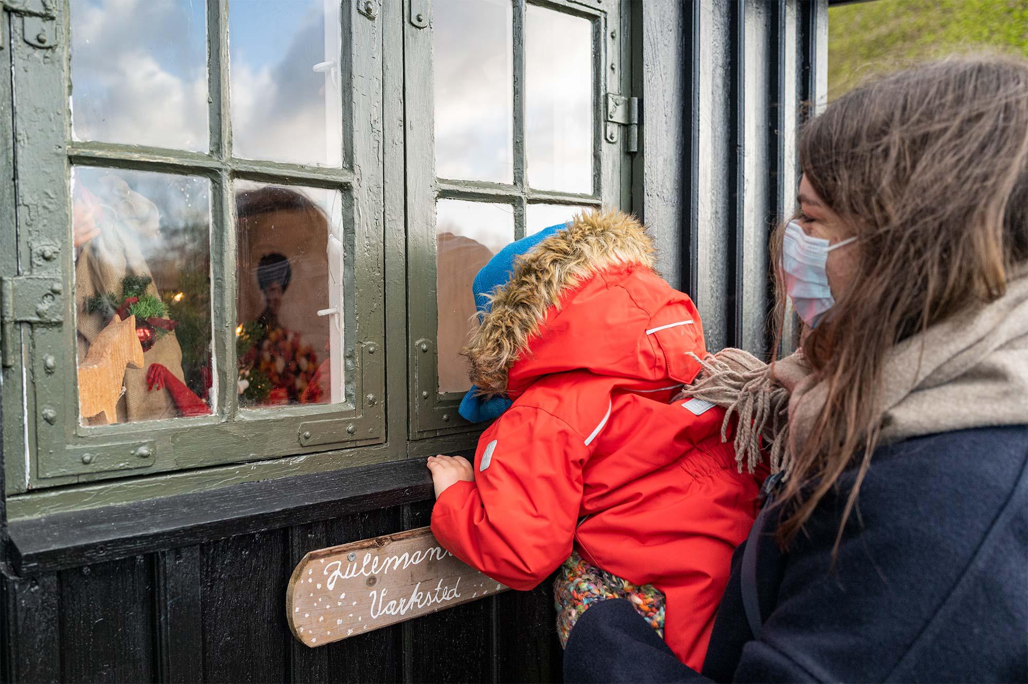 Et smugkig ind i julemandens værksted. Foto: TorbenStender.
