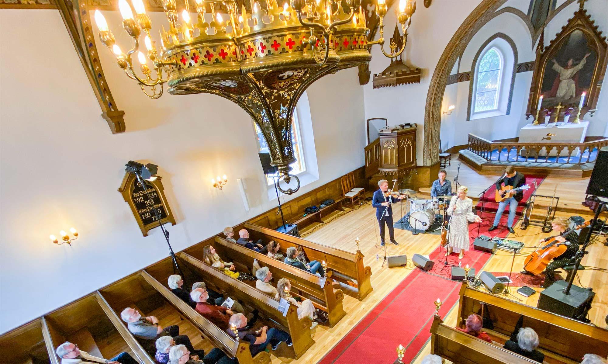 Helene Blum & Harald Haugaard Band gav første koncert i Dragør Kirke siden coronanedlukningen.