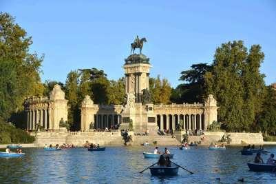 Monumento-a-Alfonso-XII-Madrid con niños, dragones y unicornios
