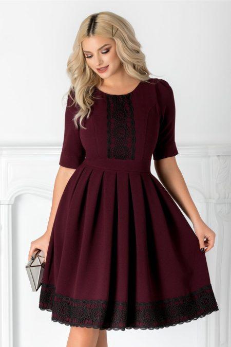 rochie-larra-bordo-cu-broderie-la-bust-si-la-baza