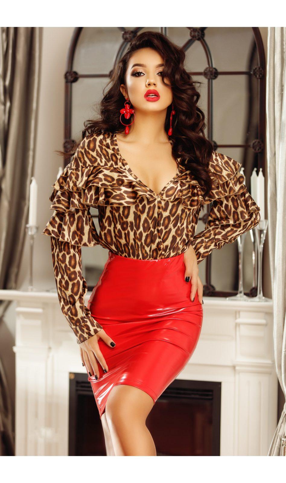 compleu-elegant-cu-imprimeu-leopard-si-fusta-rosie