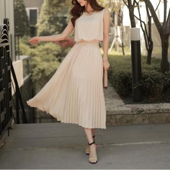 Rochie midi fara maneca, in culori simple, uni, cu talie elastica, din sifon, plisata