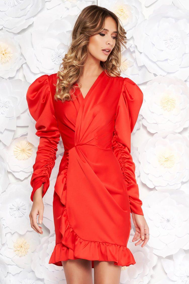 Rochie Ana Radu rosie de lux cu un croi mulat din material satinat cu decolteu in v cu volanase la baza rochiei