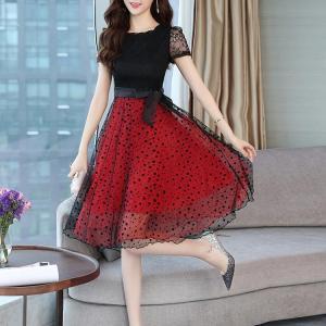 Rochie midi cu aplicații din dantelă și voal, cu imprimeu de buline, rochie elegantă în formă de A